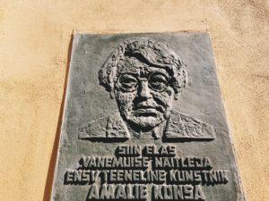 Amalie Konsa mälestustahvel
